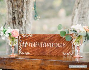 cartel de mader hashtag para boda